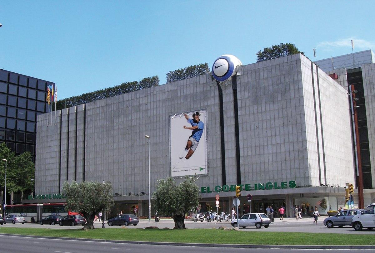 Creatividad publicitaria de Nike en edificio