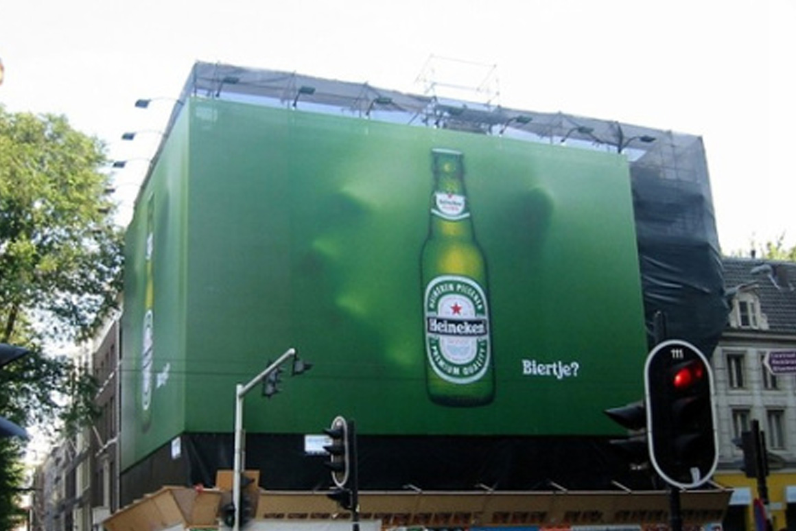 Lona publicitaria creativa de Heineken