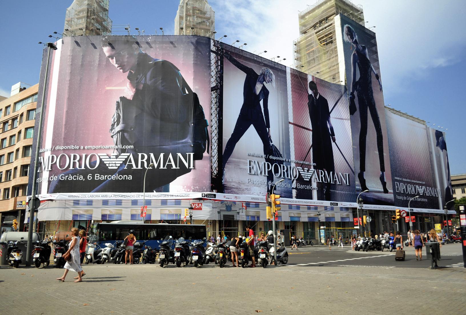 Lona publicitaria gigante de Armani