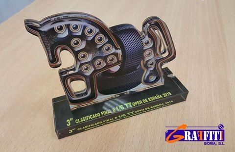 trofeo-hecho-con-maquina-de-corte-y-grabado